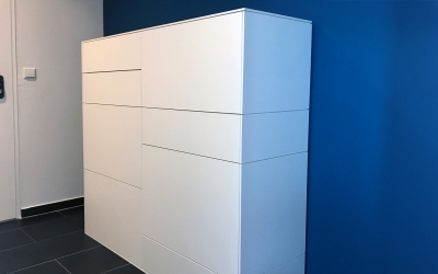 Projekt Esslingen Kubus in Weiß mit Schubladen und Türen